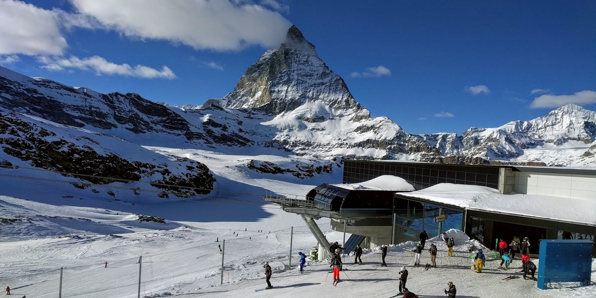 Transfer from Geneva Airport to Zermatt (Tasch). Taxi with english-speaking driver.