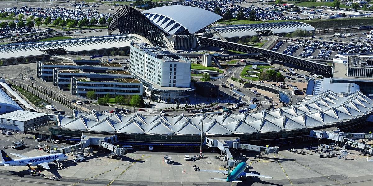 Добраться из аэропорта Лиона в Ле Менюир, с помощью трансфера