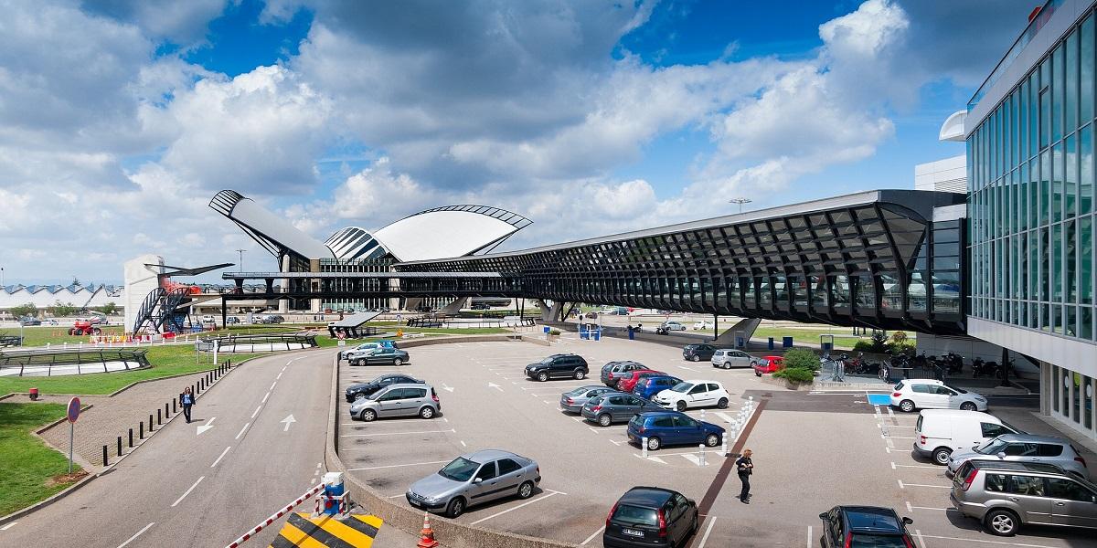 Добраться в Лез Арк из аэропорта Лиона. Такси эконом и бизнес класса.