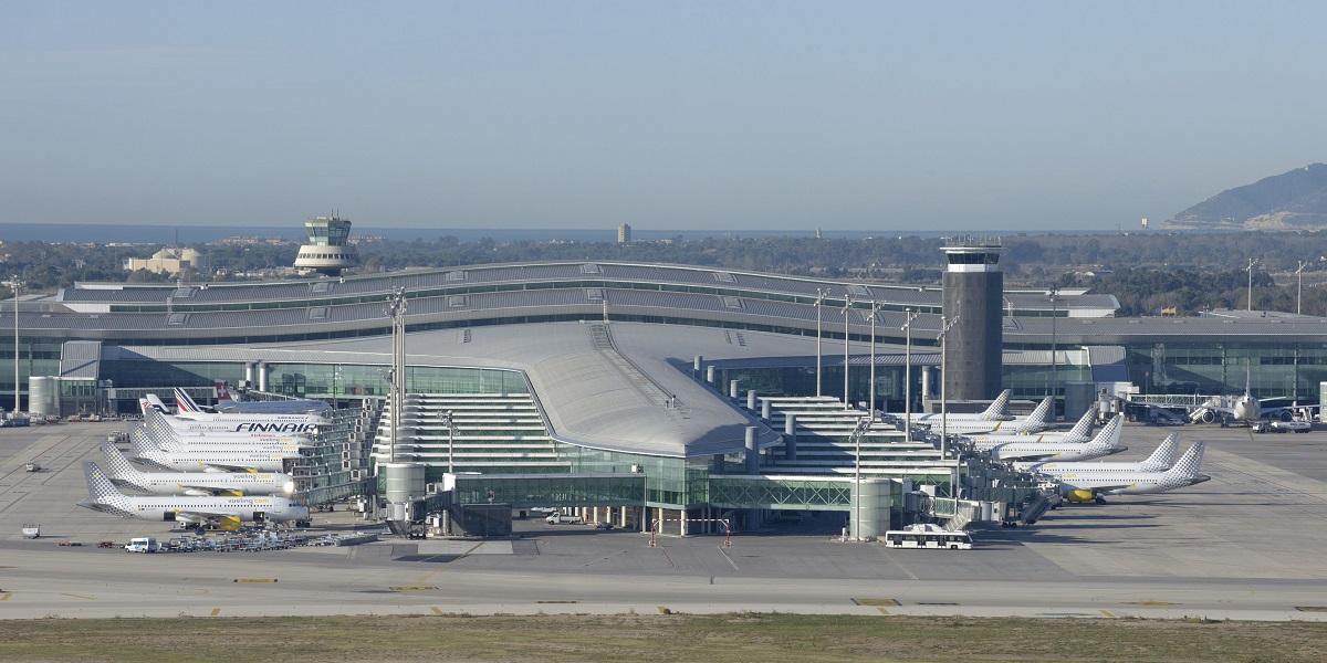 Добраться из аэропорта Эль Прат в Барселону
