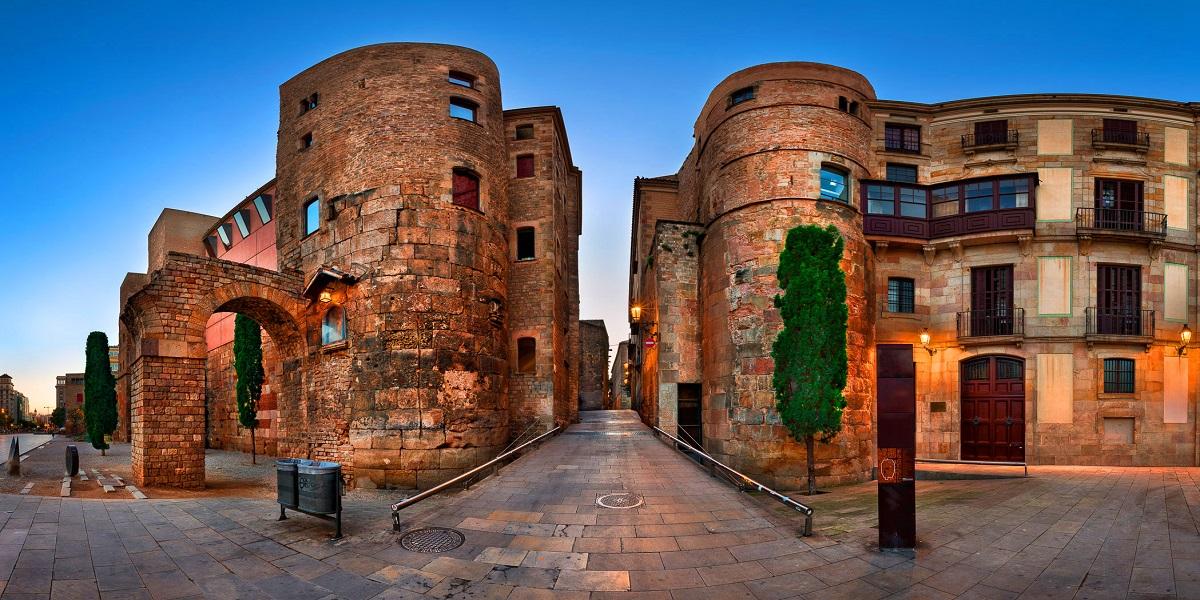 Экскурсия к Римским стенам в Барселоне