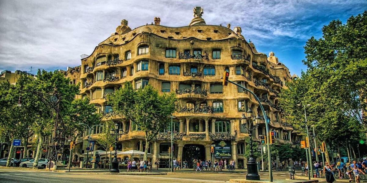 Обзорная экскурсия по Барселоне - Гауди, Дом Мила