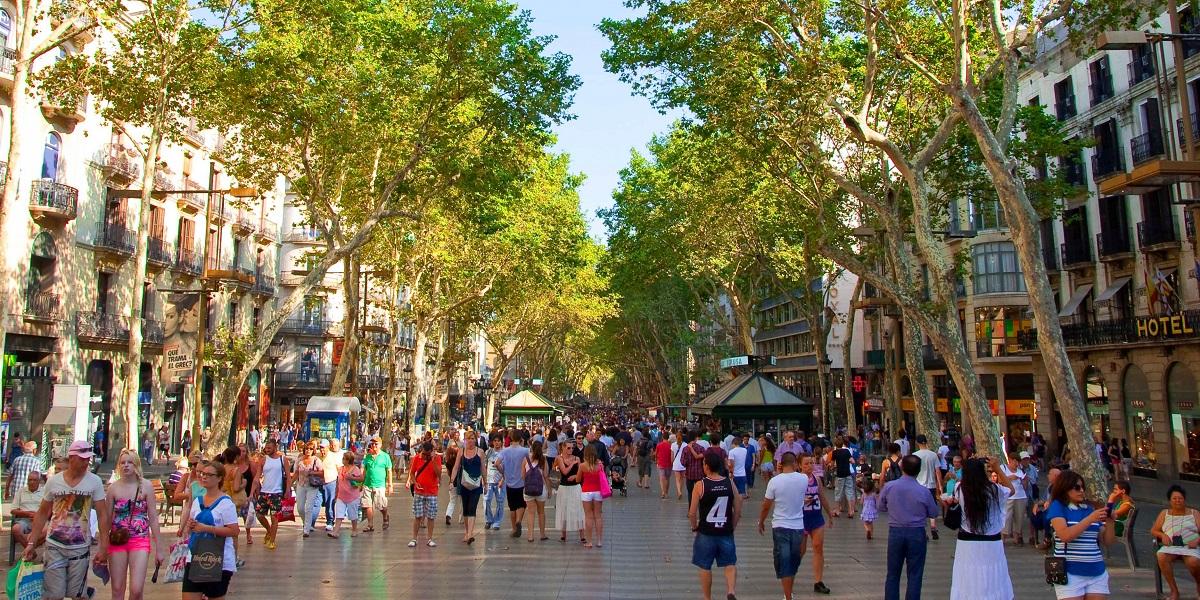 Обзорная экскурсия по Барселоне - пешеходная улица Рамбла в Барселоне